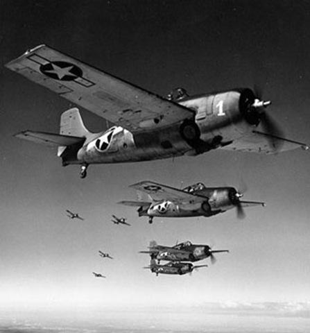 Le mystère du triangle des Bermudes commence en 1945, le 5 décembre avec la mystérieuse  disparition d'une escadrille de 5 avions. En début d'après-midi, l'escadrille décolle pour une mission de routine. Les avions ont tous fait le plein de carburant et leurs instruments (compas, radios, …) fonctionnent parfaitement. Au retour de la missions, les transmissions radio des pilotes font états de problèmes et de phénomènes étranges, on perd ensuite le contact radio et l'escadrille ne reviendra jamais, on ne retrouvera pas les épaves.image source:abastrologie.com