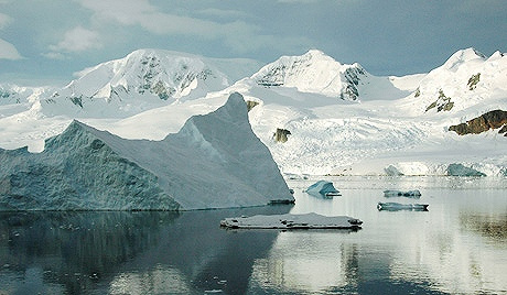 Trois pyramides retrouvées en Antarctique ? (2/6)
