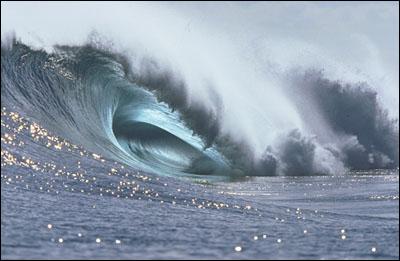Une vague déferlante. crédit: .jedessine.com