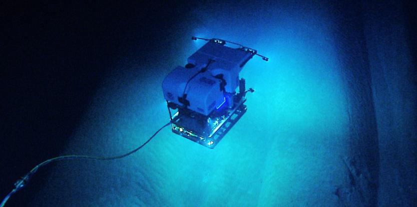 7249917-video-vivez-en-direct-la-plongee-du-sous-marin-deep-discover