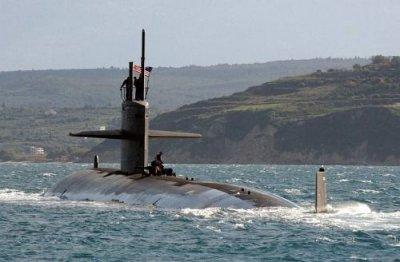 Rencontre entre un énorme OVNI en forme de «V» et un sous-marin nucléaire de l'US Navy (1/6)