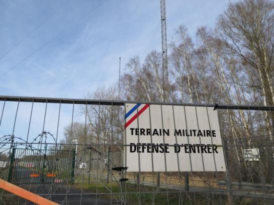 Un drone a survolé à trois reprises samedi le centre de télécommunications de la Marine de Sainte-Assise, entre Cesson et Seine-Port (Seine-et-Marne). (LP/MARINE LEGRAND.)
