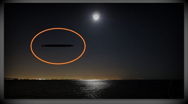 Cette image est une illustration: KEN PFEIFER WORLD UFO PHOTOS AND NEWS WWW.WORLDUFOPHOTOSANDNEWS.ORG WWW.WORLDUFOPHOTOS.ORG