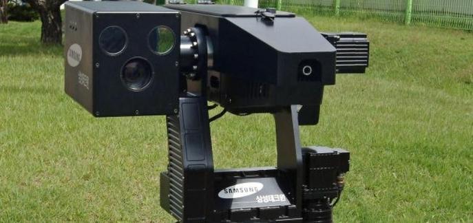 SGR-A1, LE ROBOT ARMÉ DE SAMSUNG SURVEILLE LA FRONTIÈRE CORÉENNE credit photo/ hitek.fr/De Nicolas - 13 octobre 2014