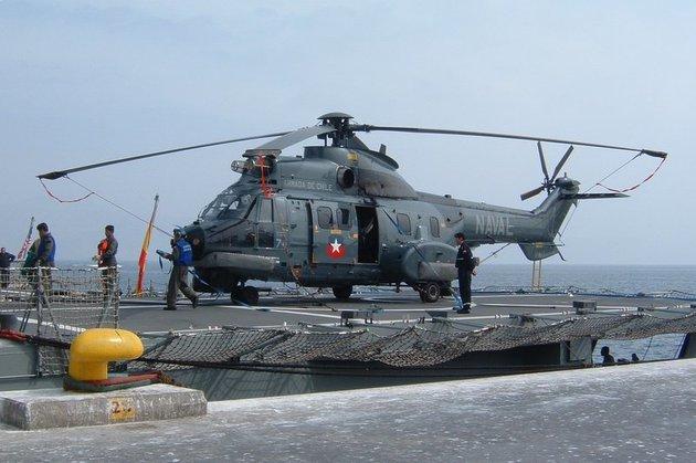 EVOGOL AT ENGLISH WIKIPEDIA à Mejillones, au Chili. hélicoptère Cougar AS 532SC de la marine Chilienne